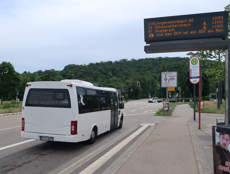 Haltestelle Zündhüte - Kleinbus 118 nach Langensteinbach